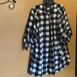 Ladies nice black/white checkered blouse zip up
